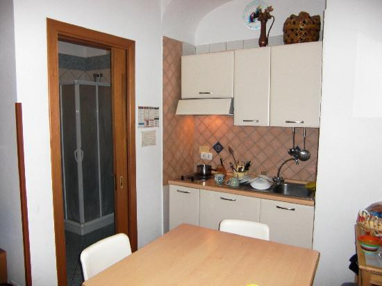 Casa Sorrentina: Kitchen and bathroom