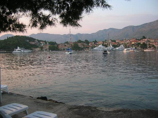 Hotel Croatia Cavtat : By the sea