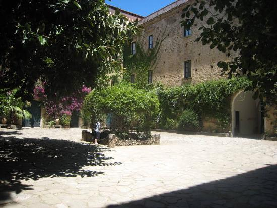 Courtyard of the Palazzo Belmonte