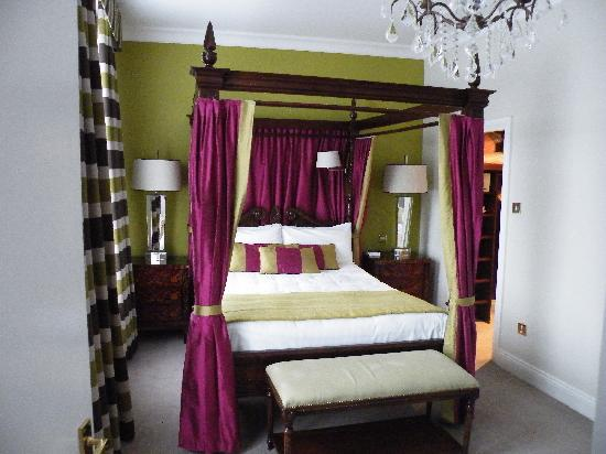 the metropole hotel four poster bed