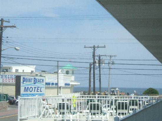 Point Beach Motel: View of the ocean from the sun deck