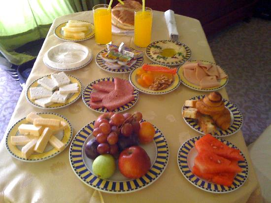 Oasis Hotel Jericho: Breakfast in the room