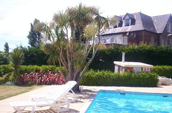 Goodrington Lodge Luxury Apartments: pool and apartment