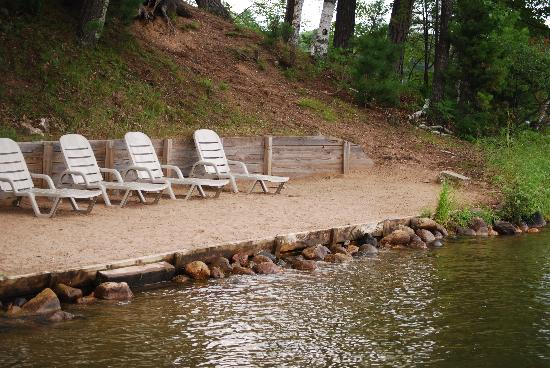 Black Bear Lodge: beach near fire pit