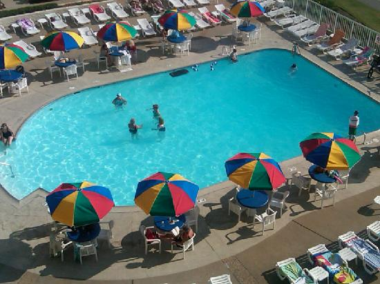 Quality Inn & Suites Oceanfront: View of the pool from the balcony