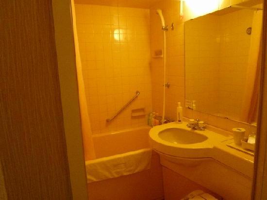 Mitsui Garden Hotel Chiba : BathRoom-ビジホよりほんの少し広めか
