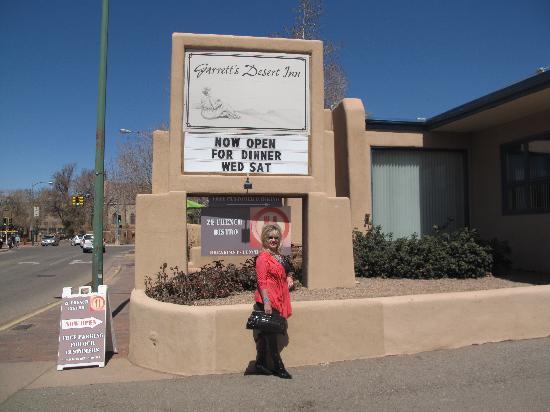 Garrett's Desert Inn : Turn Here for a Cool Place to Stay!