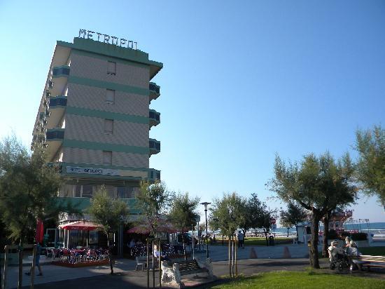 Hotel Metropol: outside view3