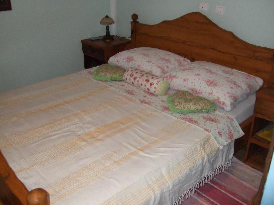 Klanjec, โครเอเชีย: nice wooden bed...