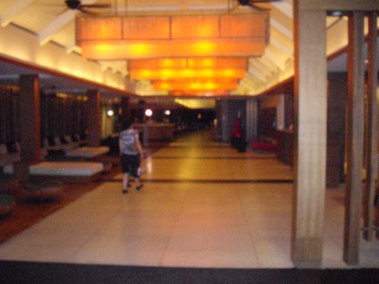 Novotel Phuket Surin Beach Resort. : Hotel entrance