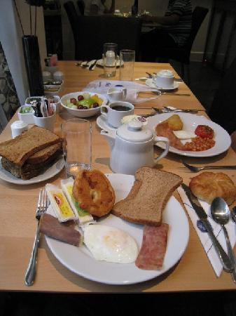Best Western The Boltons : complimentary brekkie