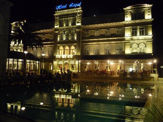 Hotel Lapad: Dinner round the hotel pool