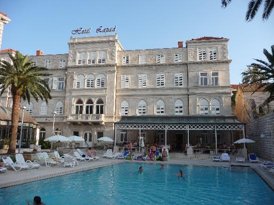 Hotel Lapad: Exterior view - daytime