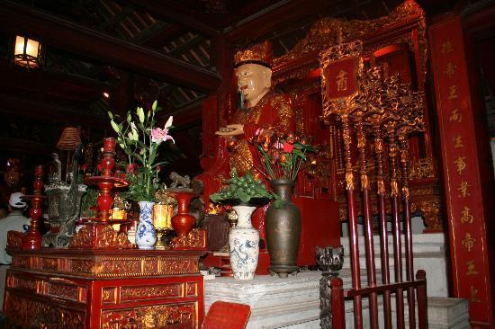 Litteraturtempelet og nasjonalt universitet: Inside the Temple