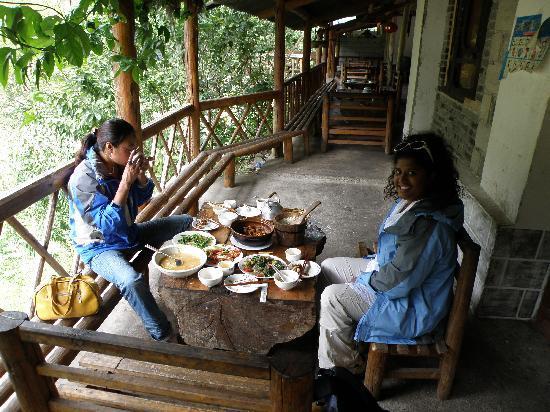 Jiang Yu Tan : Dining Area