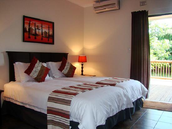 Leopard Corner Guest House: Waterbok is one of our wheelchair friendly rooms and opens onto a deck overlooking the Wetland P
