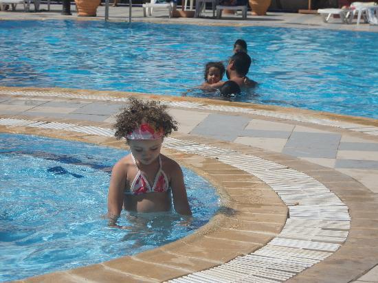 Hotel Safa: au moins ilya un bon piscine!