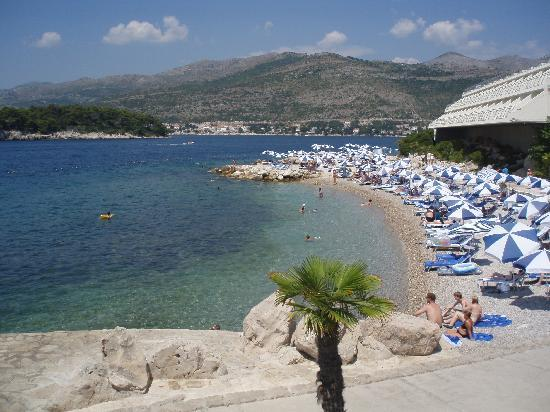 Valamar Lacroma Dubrovnik: view of the beach by the Valamar President Hotel