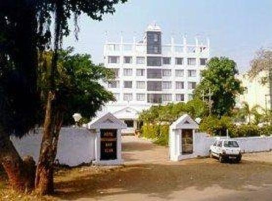 Quality Inn Regency: entry from pune-nashik road