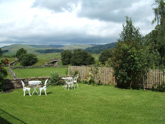 Loxley House Bed & Breakfast: stunning views from our garden bedroom