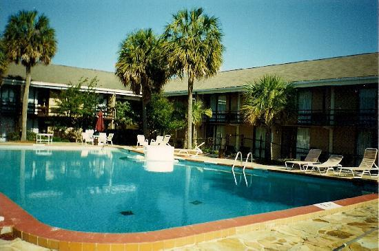 BEST WESTERN Sweetgrass Inn: We all loved this pool,, it was by far the cleaniest, largest, and most beautiful pool of any ot