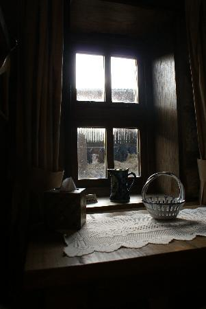 Hartington Hayloft Bed & Breakfast : Wake to cows munching and church bell ringing