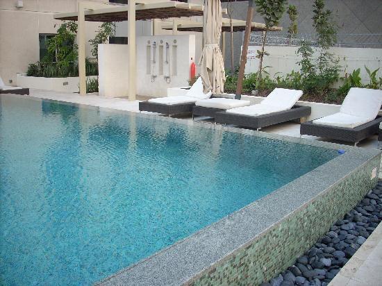 Novotel Dubai Deira City Centre: pool area