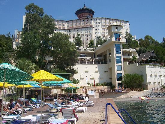 Alkoclar Adakule Hotel: Hotel from the beach area