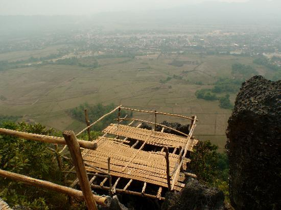 Maylyn Guest House: View from a mountain close to the guesthouse