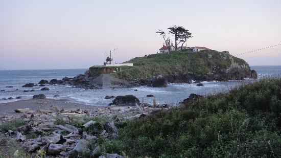 Quality Inn & Suites Redwood Coast: Battery Point Light at High Tide