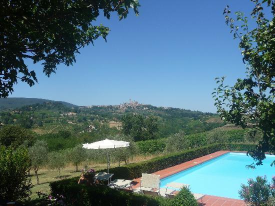 Pietrafitta Podere La Costa: Der Pool mit Blick auf San Gimignano