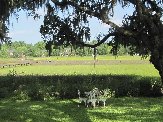 Plantation Oaks Inn: At the Inn