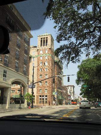 Holiday Inn Express Savannah-Historic District: View from the outside