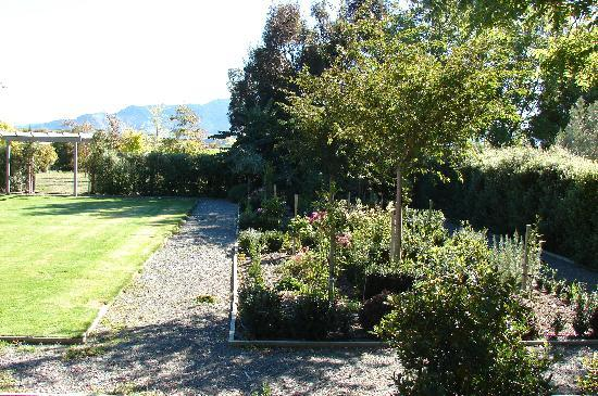 Hillsfield House Bed and Breakfast Marlborough: Beautiful gardens!