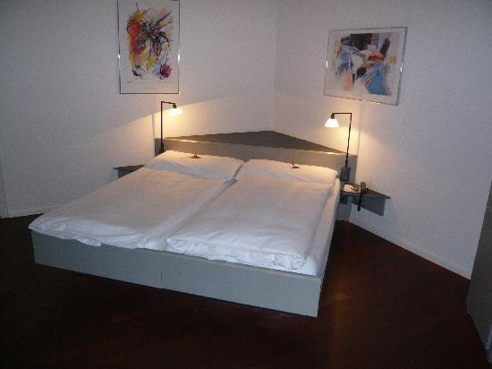 Hotel Krone Luzern: Clean bed, in clean room. Fantastic