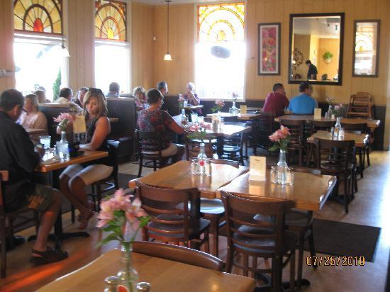 Maggie S South Hill Grill Tables And Booths