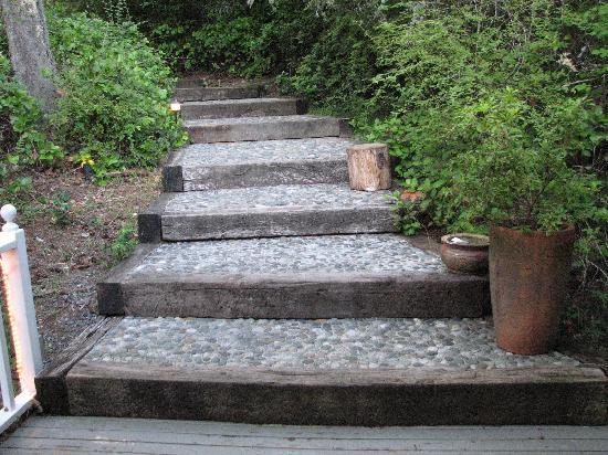Inn to the Woods: Steps leading to the Inn from parking area