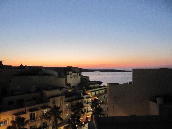 Relax Inn Hotel: Puesta de sol des de la habitación, precioso!