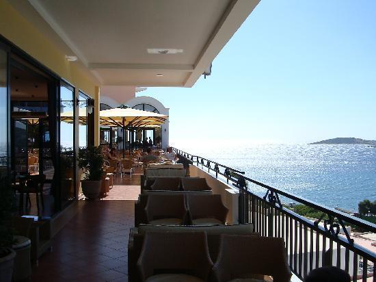 Vravrona, Grèce : autre vue du balcon du bar principal