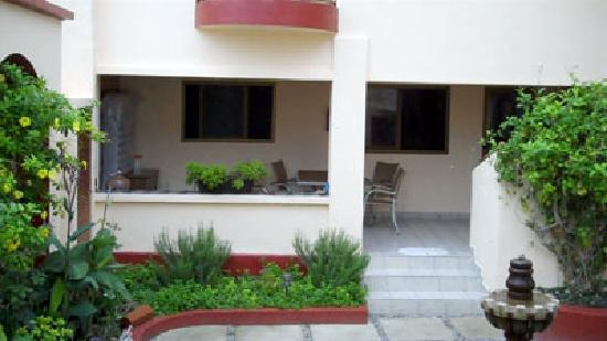 Ajijic Suites on Hidalgo: Covered terrace for guests
