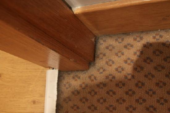 Hesperia Donosti: dust , dirt , not well cleaned