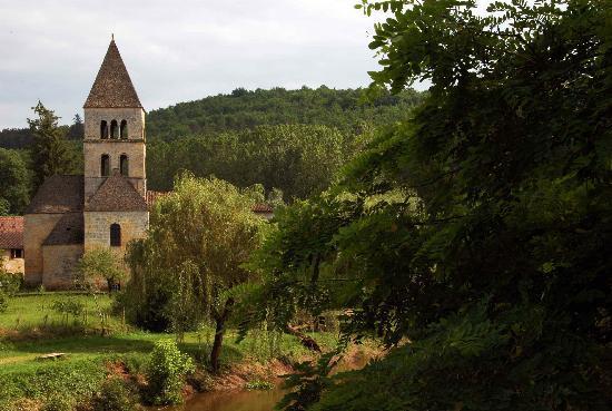 Les Charmes de Carlucet : quelques sites d'intérêt à proximité: village de St Léon sur Vézère