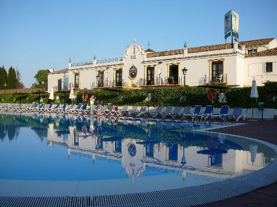 San Pedro de Alcantara, Spanje: The amazing swimming pool