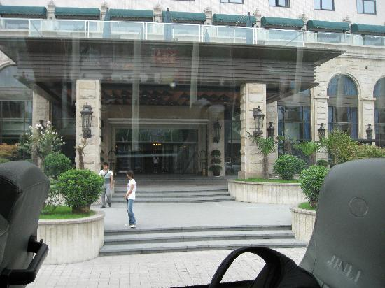 Grand Noble Hotel: Front of hotel