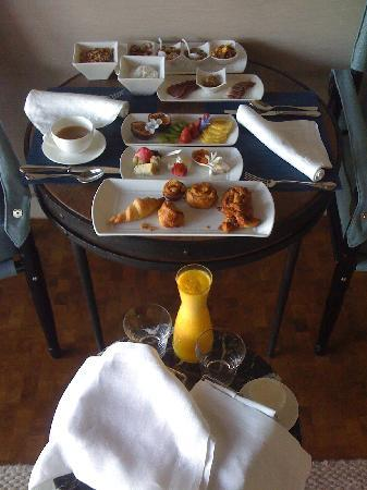 Delaire Graff Estate - Lodges and Spa: The first course of complimentary breakfast served in the room