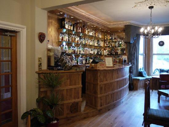 Poppies Hotel & Restaurant: newly refurbished Cameron's Whisky Bar