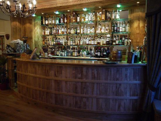 Poppies Hotel & Restaurant: Camerons Bar Poppies Hotel