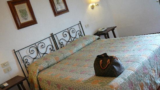 Hotel Bel Soggiorno: Hotelzimmer-Schlafbereich