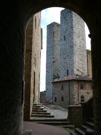 Türme der Kaufleute aus dem Mittelalter - Bild von Hotel Bel ...