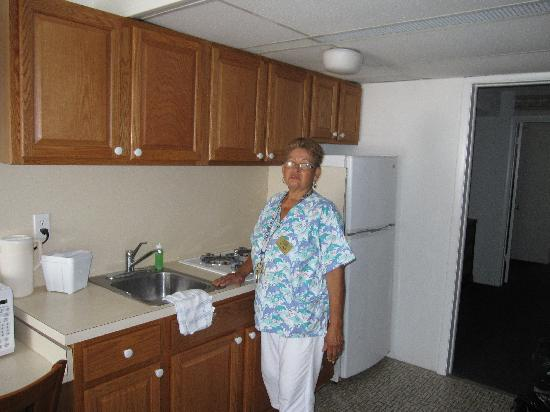 Admiral Resort Motel: love a deputy to do the dishes